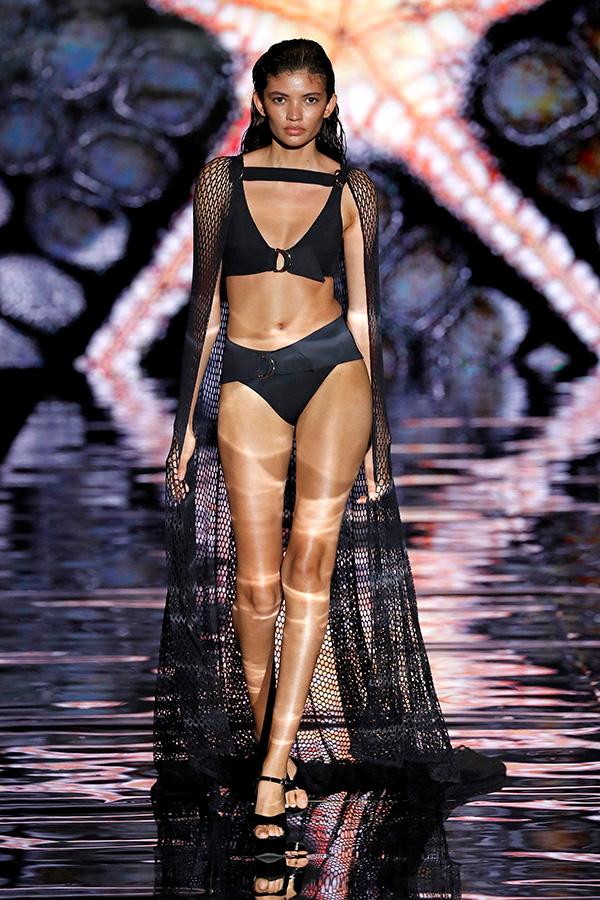 andres sarda fashion show